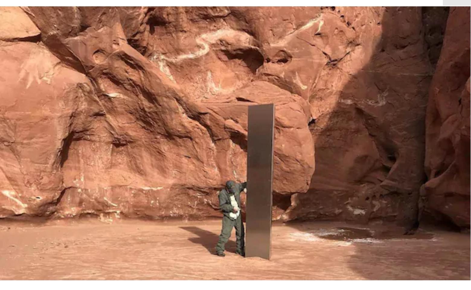 """美國沙漠中神秘的金屬""""方尖碑""""吸引了野生不明飛行物"""