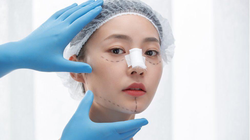 儘管存在危險,整形手術在中國蓬勃發展