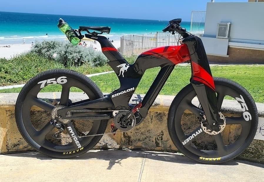 Ryuger 以其驚人的 Eidolon 碳纖維電動自行車投入生產