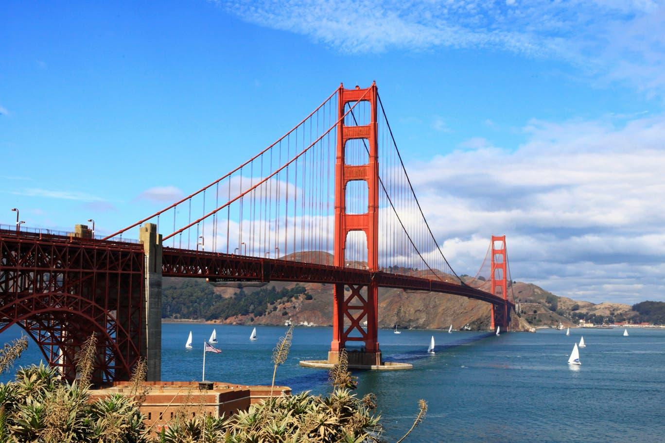 踩著電動滑板車欣賞舊金山的每