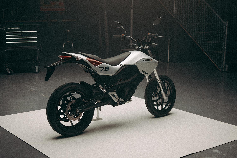 Zero Motorcycles 與 HUGE Design 合作推出新的 FXE