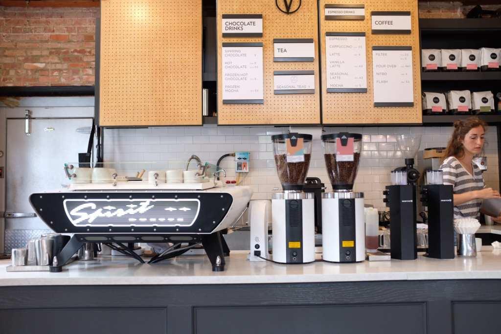黑白咖啡烘焙機在 VIDERI 巧克力工廠開業