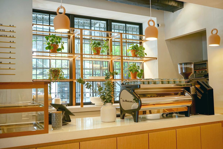 Afficionado Coffee 在紐約開設第一家咖啡館,推出創新罐頭系列